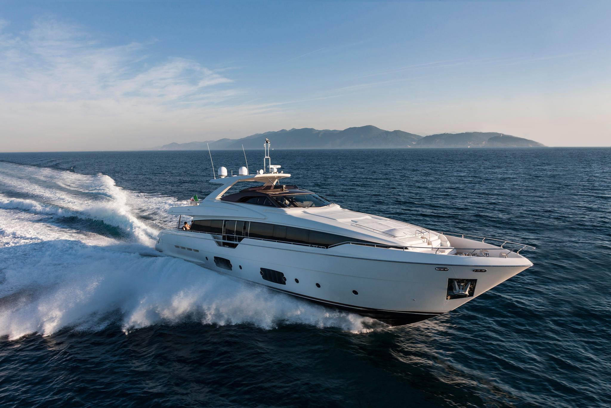 The Ferretti Yachts 670